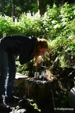 Steine Löscht den Durst und stärkt den Geist: herrlich frisches sprudelndes klares Quellwasser