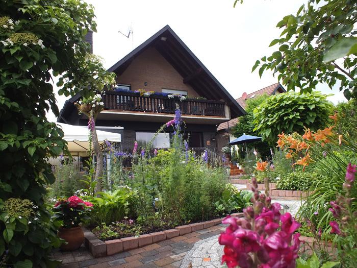 Haus-Rückansicht-Garten