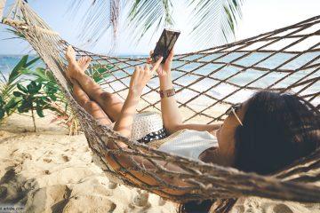 Urlaub handy smartphone strand haengematte